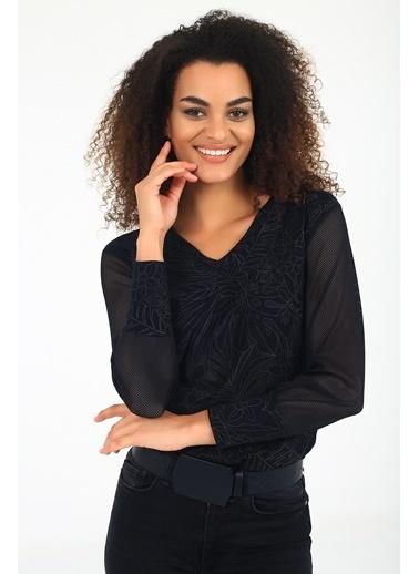 Emjey Bilek Bant Detaylı Tül Kollu V Yaka Bluz Siyah